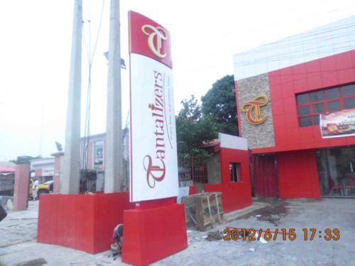 Tantalizers-pylon-sign 1103