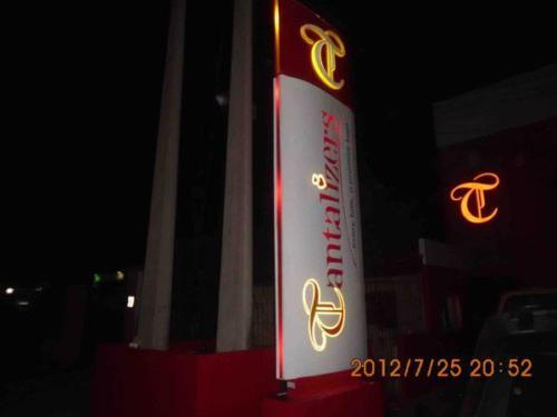 Tantalizers-pylon-sign 1398