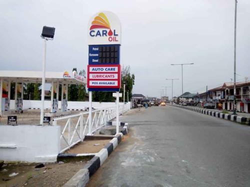 carol oil  pylon signage by sylma sign